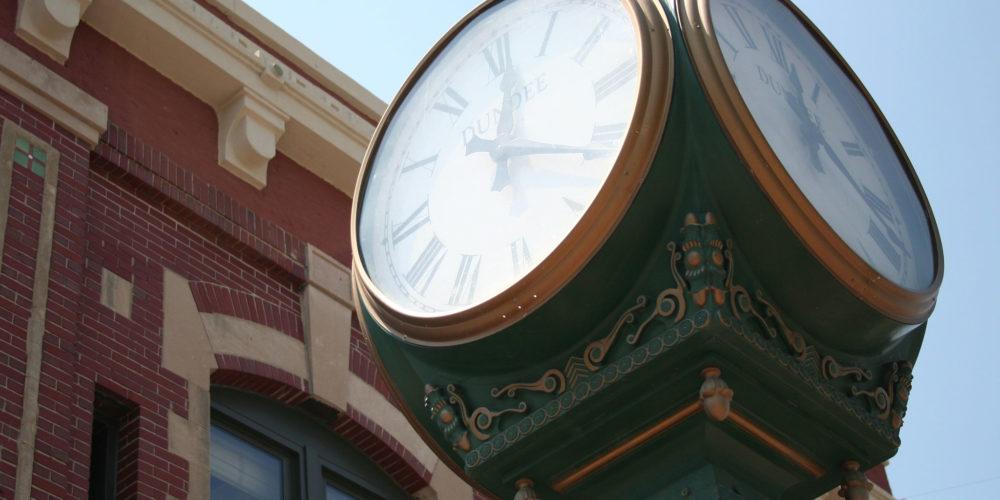 Dundee neighborhood clock outside
