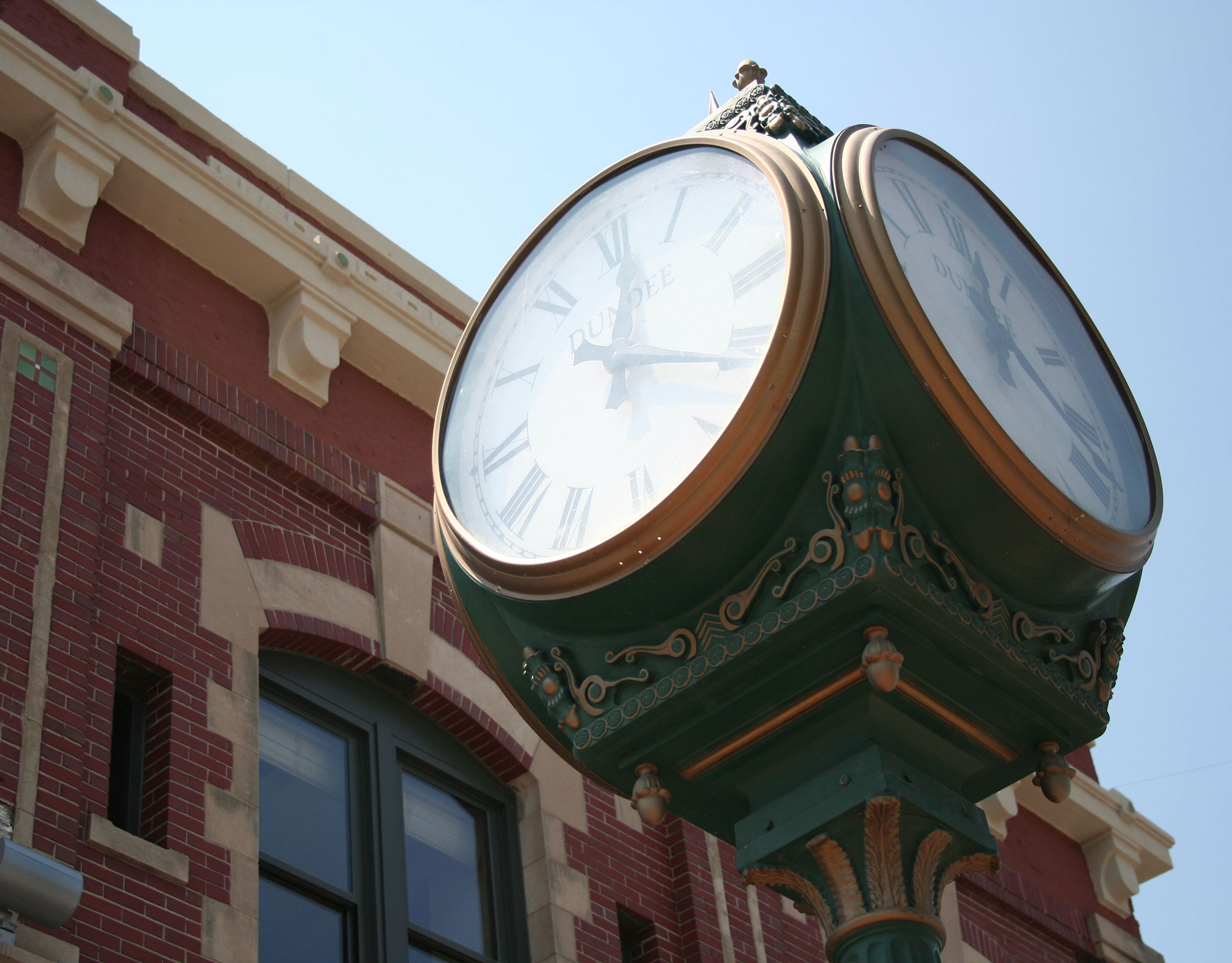 Dundee neighborhood clock outside